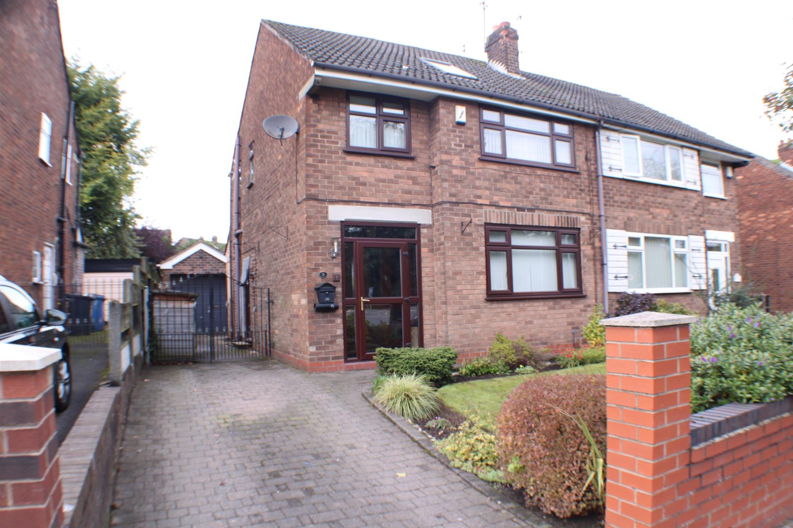 3 Bedrooms Semi Detached House for sale in Wellington Road, Eccles